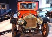 classic cars at paris motor show-103340