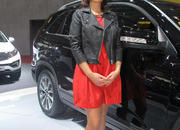 car girls of the 2012 paris auto show-475627